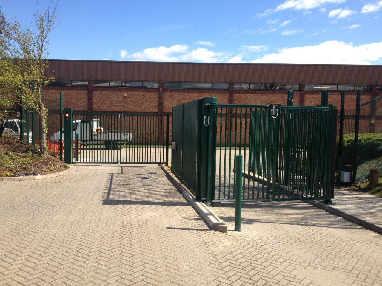 Speed gates bi-fold
