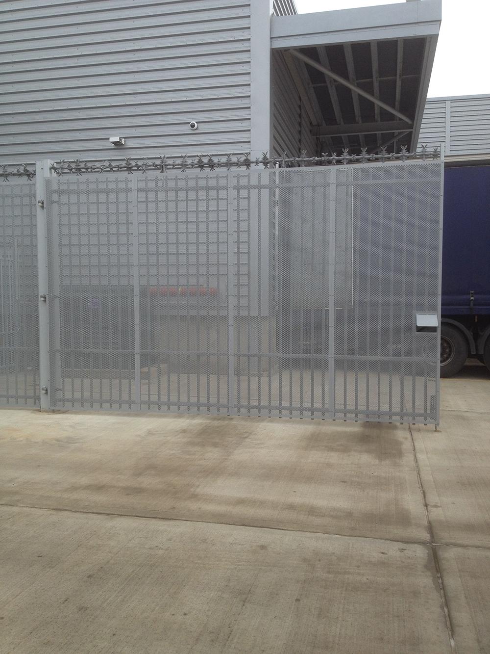 Mesh over clad gates