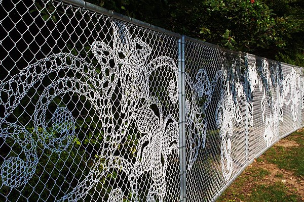 chain link fence lace weaving