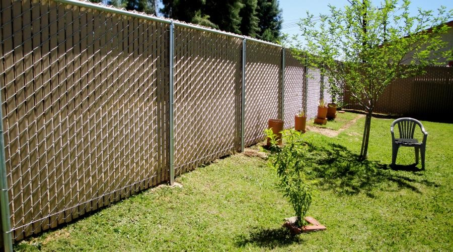 chain link fence wood slats